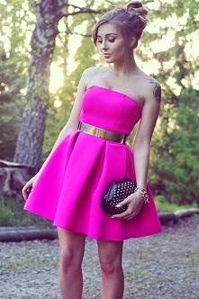 Neonowa sukienka z pianki. Szukajcie na fashionata.pl