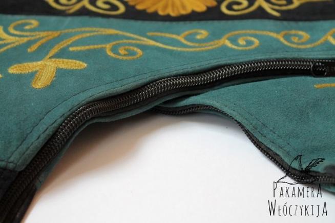 Torba potrójna - detal.  Miękka i plastyczna skóra sprawi, że torba od razu stanie się Twoją ulubioną!