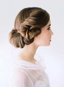 skromna fryzura ślubna