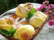 Drożdżówki róże z jabłkami  Przepis po kliknięciu w zdjęcie! ;))