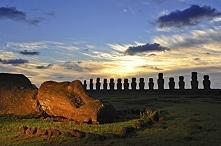 Moai - Wyspa Wielkanocna, Chile  Największą tajemnicą, a zarazem atrakcją odl...