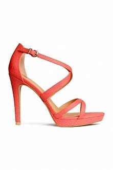 Myślicie że takie sandałki skrócą mi nogę i będzie się ona wydawała grubsza?? ;)