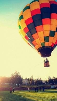 chciałabym polecieć gdzieś daleko, daleko stąd...
