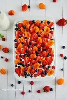 Ciasto tres leches z owocami (Pastel de Tres Leches con Fruta)- przepis na blogu Pełny talerz