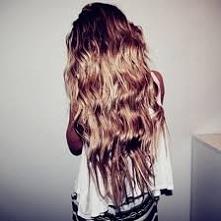 1. Myj włosy jak najrzadziej. Częste mycie głowy wpływa negatywnie na stan za...