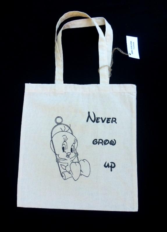 Wyjątkowa, ręcznie malowana torba Never grow up. Więcej toreb znajdziesz na facebooku - MoreThanBags Handmade.