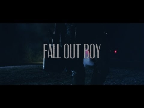Fall Out Boy - My Songs Know What You Did In The Dark (Light Em Up) - Part 1 of 11 kojarzy mi się z Pitch Perfect 2 xD