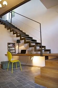 Biurko pod schodami. Więcej po kliknięciu w zdjęcie.