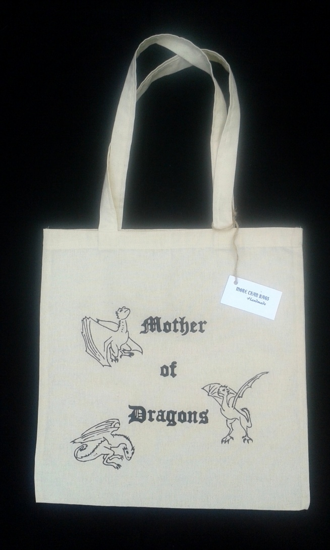Ręcznie malowana torba bawełniana dla fanów Gry o Tron ;) Chcesz zobaczyć więcej modeli? Znajdź na facebooku MoreThanBags Handmade :)