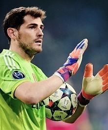 Iker dziękujemy za całe 25 lat jakie spędziłeś w Realu Madryt Dla mnie byłeś jesteś i pozostaniesz najlepszym bramkarzem w całej historii Realu Madryt i całej światowej piłki no...