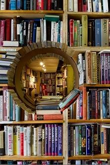 tunel z książek :3
