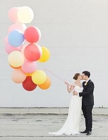 Pomysł na plener? Duże balony z helem | Więcej na prettyday.pl