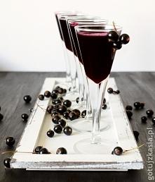 0,5 kg czarnych porzeczek – 0,25 g cukru – 0,25 l wódki Owoce obrać, umyć, wsypać do słoika, zasypać cukrem i zmiksować blenderem. Naczynie przykryć czystą ściereczką lub ręczni...