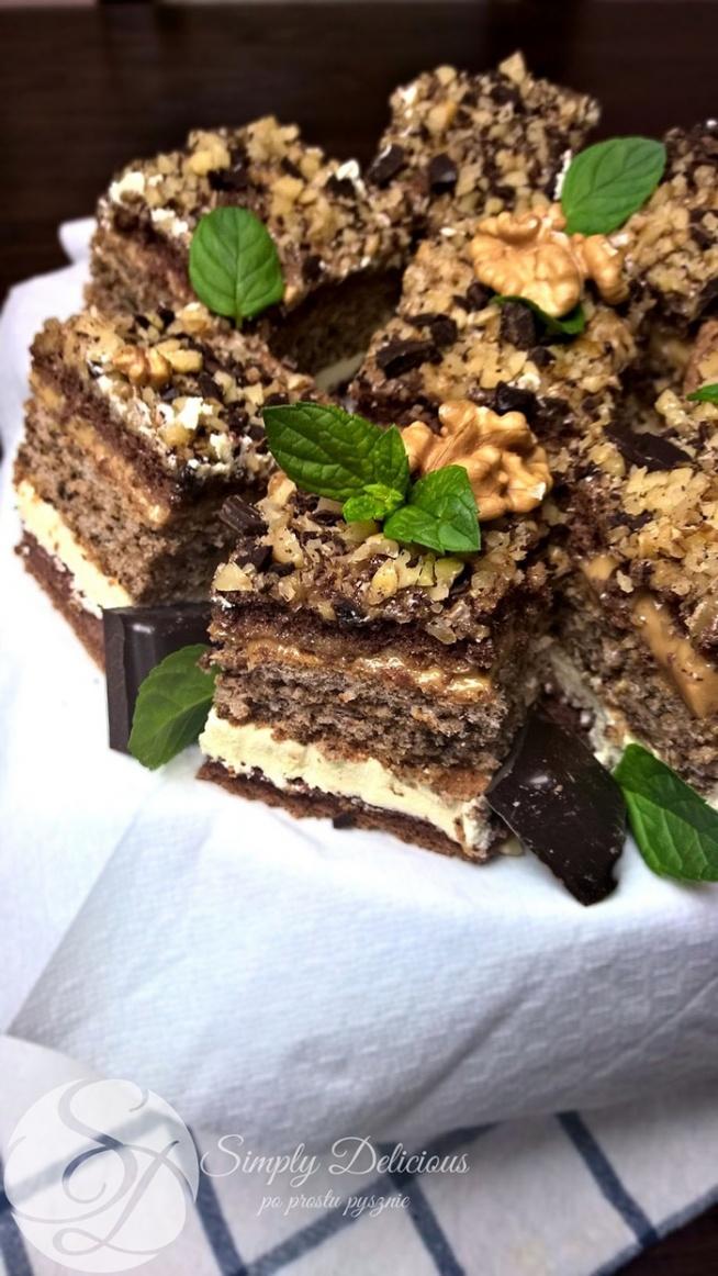 Snikers biszkoptowe ciasto z orzechami i karmelem Przepis po kliknięciu w zdjęcie ♥