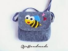 Ręcznie wykonana filcowa torebka z wesołą pszczółką, w sam raz dla kibicki PG...