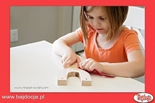 Teraz należy zadbać o to, by powierzchnia drewnianej rączki była gładka – w t...