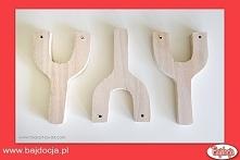 Wywierć otwory w kawałkach drewna – w obu ramionach litery Y.
