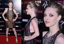 Sukienka Amanda Seyfried z premiery Królowej XXX w Los Angeles