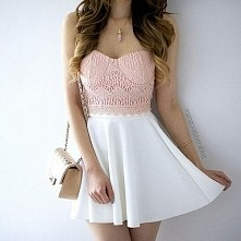 I kto mi powie, że biała spódnica jest beznadziejna? :D