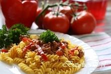Świderki w sosie pomidorowo-paprykowym z mięskiem mielonym ( przepis po klikn...