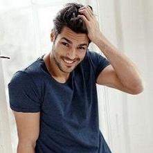 Uwielbiam jego uśmiech ! <3 ♥♥♥