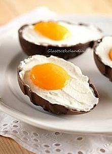 Fałszywe jajka-ajka w czekoladowych foremkach To nie tyle przepis, co pomysł ...