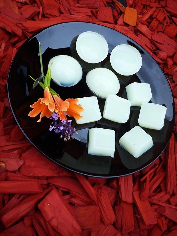 Żelowe mydełka DIY Składniki; 100 ml mydła w płynie 100 ml gorącej wody 1 łyżeczka soli kuchennej 20g żelatyny