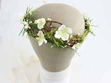 Wyjątkowy wianek ślubny w tonacji bieli, zieleni i brązu.  Do kupienia w skle...