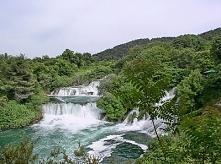 Rzeka Krka w dolnym i środkowym biegu tworzy liczne wodospady i kaskady. Nie ...