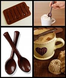 Foremki do łyżeczek z czekolady. *-* Zalewamy foremkę roztopioną czekoladą i czekamy aż zastygnie. Wyjmujemy i gotowe <3 Prawdopodobnie jednak szybko się rozpuszczają.