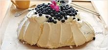 """Beza """" Pavlova"""" z jagodami SKŁADNIKI NA BEZĘ:      5 białek     225 cukru pud..."""