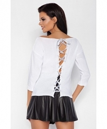 Lekka bluzka ze zmysłowym pęknięciem na plecach. Dostępna na fobya.com