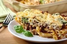 Przepis na serową zapiekankę z brokułami.  Lista składników: *400g mięsa miel...