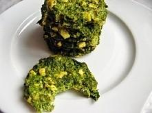 kotleciki z brokuła Składniki: 1 brokuł 1 opakowanie wędzonego tofu  1 opakowanie sera camembert 12% tłuszczu 2 jajka 2 łyżki mąki pełnoziarnistej ząbek czosnku bazylia, oregano...