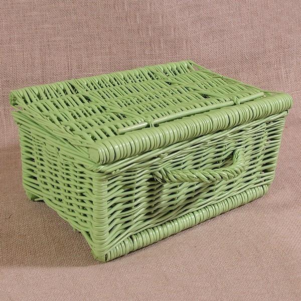 Wiklinowa kasetka w kolorze zielonym dostępna w rozmiarach  o szerokości od 25 do 60 cm.