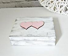 Romantyczne, minimalistyczne, rustykalne pudełeczko na ślubne obrączki.  Wykonane w stylu shabby chic.  Do kupienia w sklepie internetowym Madame Allure - ozdoby i dekoracje na ...