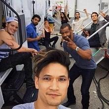 Na zdjęciu : Magnus , Jace , Luke , Simon , Wilkołak z watahy Luke'a , Clary, Izzy i Merlion ;)
