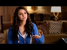 Bystander Revolution: Nina Dobrev | Feeling Different  Nina opowiada o tym iż...