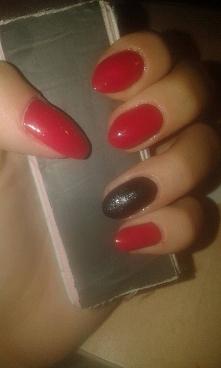 Użyte lakiery: Golden Rose Rich color 21 Palec serdeczny: Dor 18 + Czarny sypki brokat + Dor gel shine top coat
