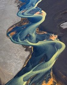 Rzeki pełne pyłu wulkanicznego w Islandii.