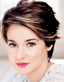 Shailene Woodley, pierwszy raz ją ujrzałam w filmie Spadkobiercy a później w Gwiazd naszych wina. Zaczarowała mnie jej uroda a najbardziej oczy.