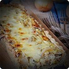 Tarta cebulowo serowa  Składniki:  Spód:  200 g mąki pszennej 100 g chłodnego masła 1 łyżeczka ziół prowansalskich szczypta soli około 30-50 ml zimnej wody  Farsz:  3 cebule 80 ...