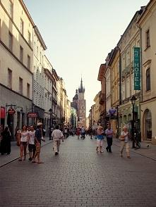 Kraków, ul. Floriańska i Kościół Mariacki w tle