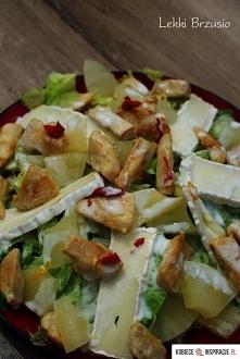 Sałatka z kurczakiem, ananasem i camembertem Składniki (na 2 duże porcje): 2 ...