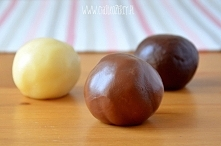 Czekolada plastyczna  Składniki:  50 g czekolady 23 g miodu  +przezroczysta f...