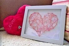 Własnoręcznie wykonany obrazek z motywem serca.