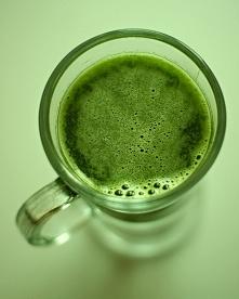 Sportowy lekki sok z sokowirówki - przepis, który zapobiegnie zakwasom! Skład...