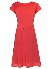 Zwiewna sukienka z szyfonu, śliczna kreacja na wesele, czerwona