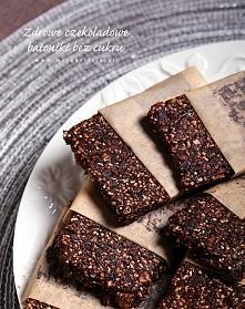 Zdrowe batoniki czekoladowe bez cukru, bez glutenu i bez pieczenia Składniki:...