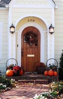 Jesień !!! Dynie.... dekoracje przed drzwiami do domu, kocham to, kocham lato ale i jesień ma swój urok :)
